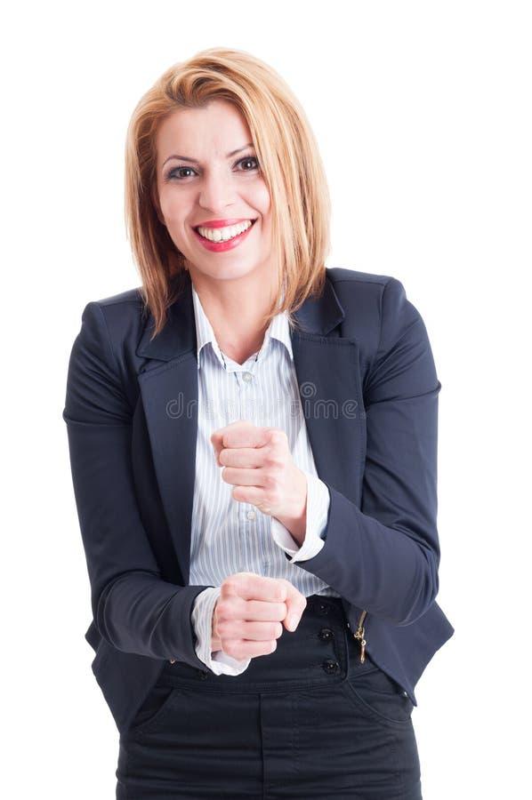 Schöne Geschäftsfrau, die den Wettbewerb verspottet stockfotos