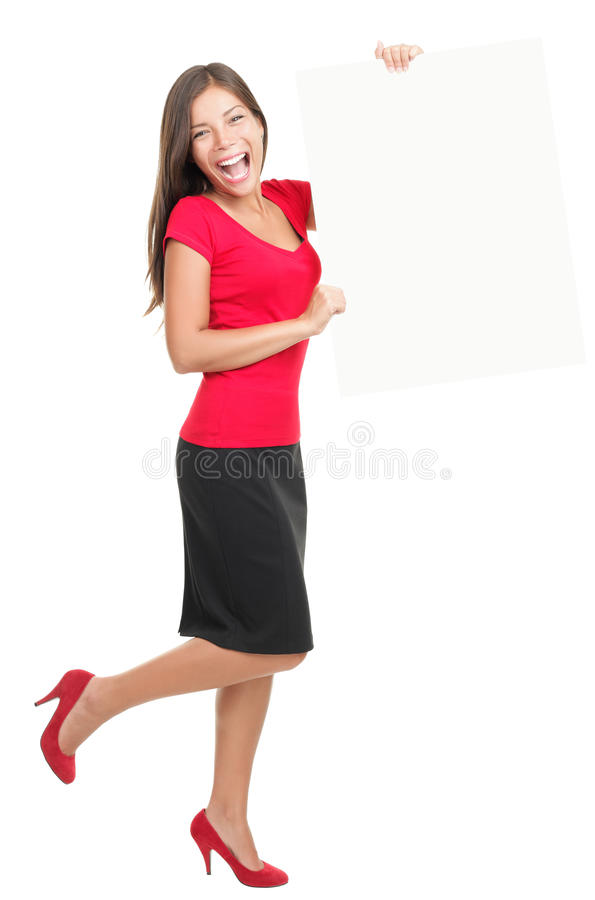 Schöne Geschäftsfrau, die leeren weißen Vorstand zeigt lizenzfreies stockbild