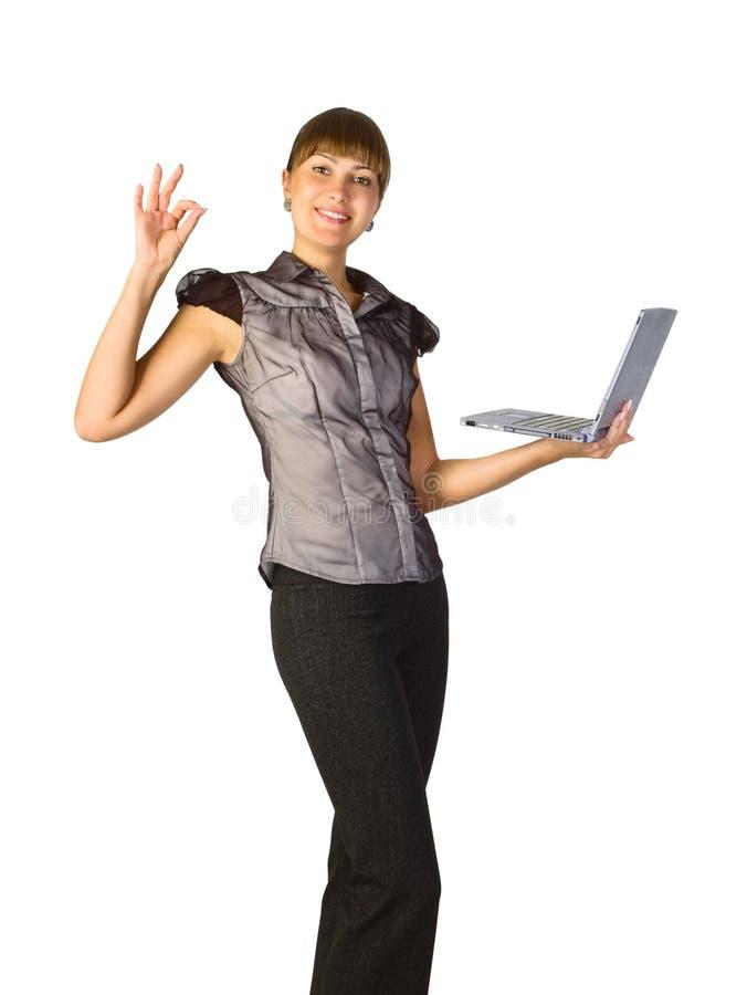 Schöne Geschäftsfrau mit Laptop lizenzfreie stockfotos