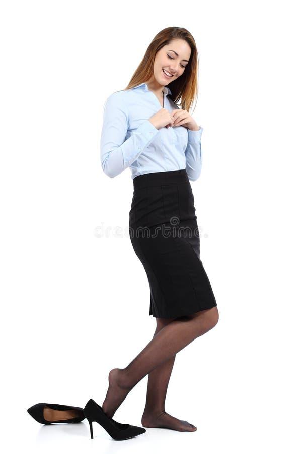 Schöne Geschäftsfraubehandlung oder Ausziehen lizenzfreies stockfoto
