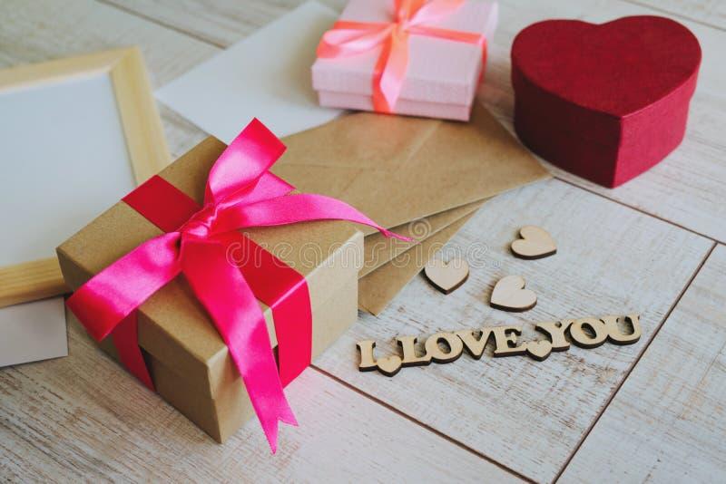 Schöne Geschenkdosen zum Geburtstag, Valentinstag, 8. März, Muttertag und andere Feiertage stockfoto
