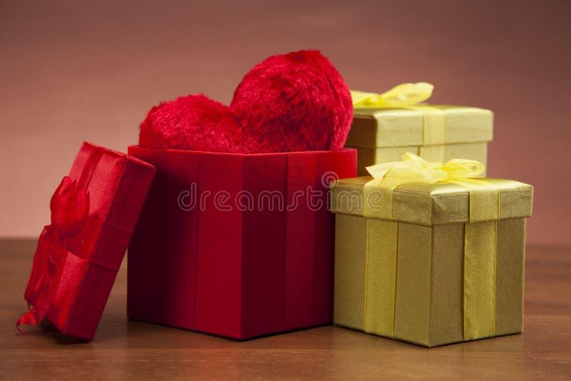 Download Schöne Geschenke Und Inneres! Stockbild - Bild von valentine, melodie: 27731179