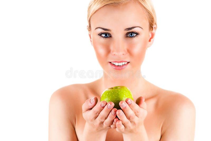 Schöne gesunde Frau mit Apfel lizenzfreies stockbild