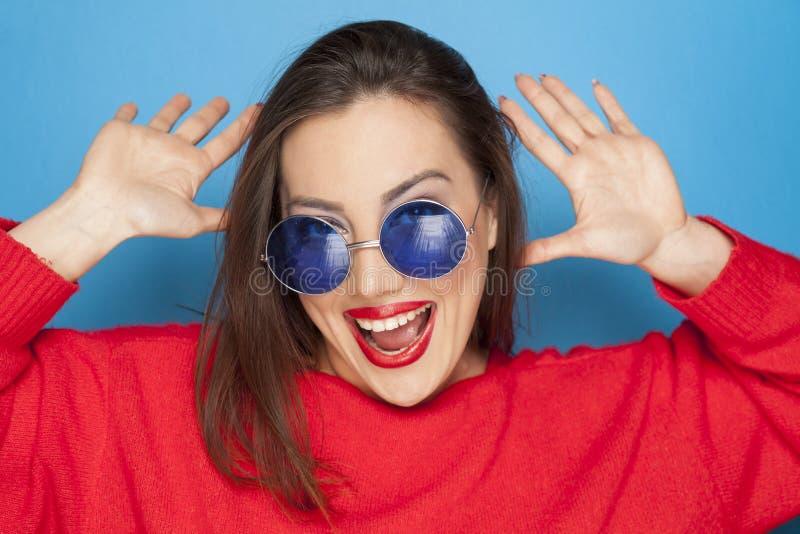 Schöne glückliche Frau stockfotografie