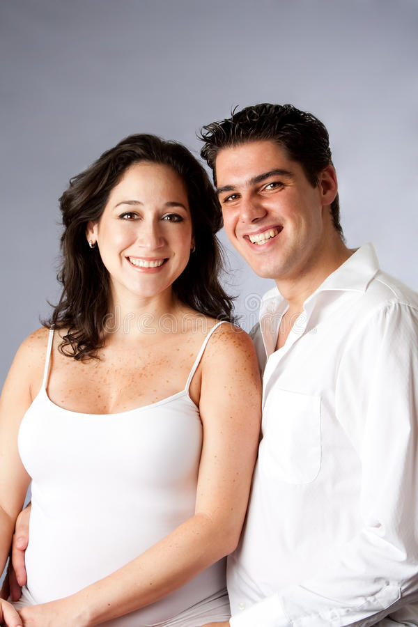 Schöne glückliche Paare lizenzfreie stockbilder