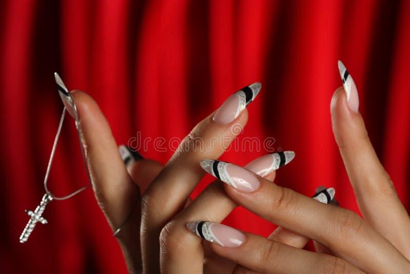 Schöne Hände und Nägel lizenzfreie stockfotos