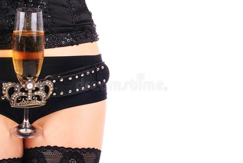 Schöne Hüften und Champagnerglas stockfoto