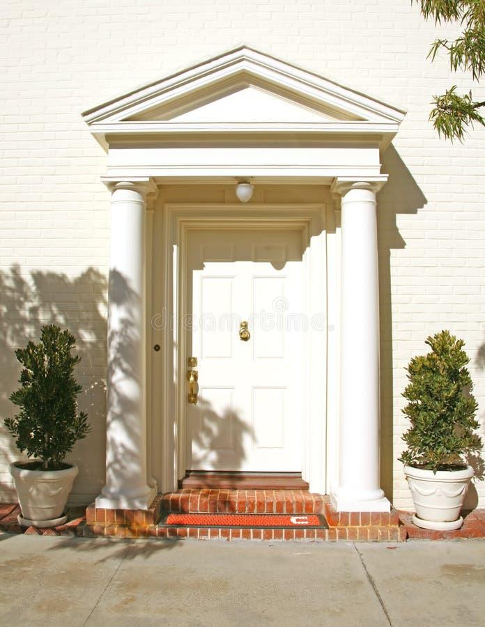Schöne Haustür-Eintrag-Methode stockbild