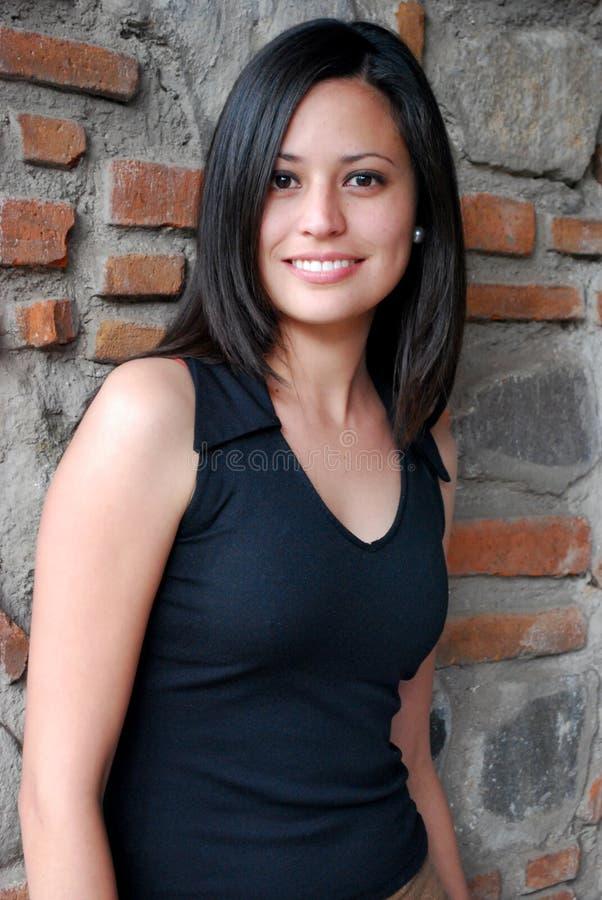 Schöne hispanische Frau lizenzfreies stockfoto