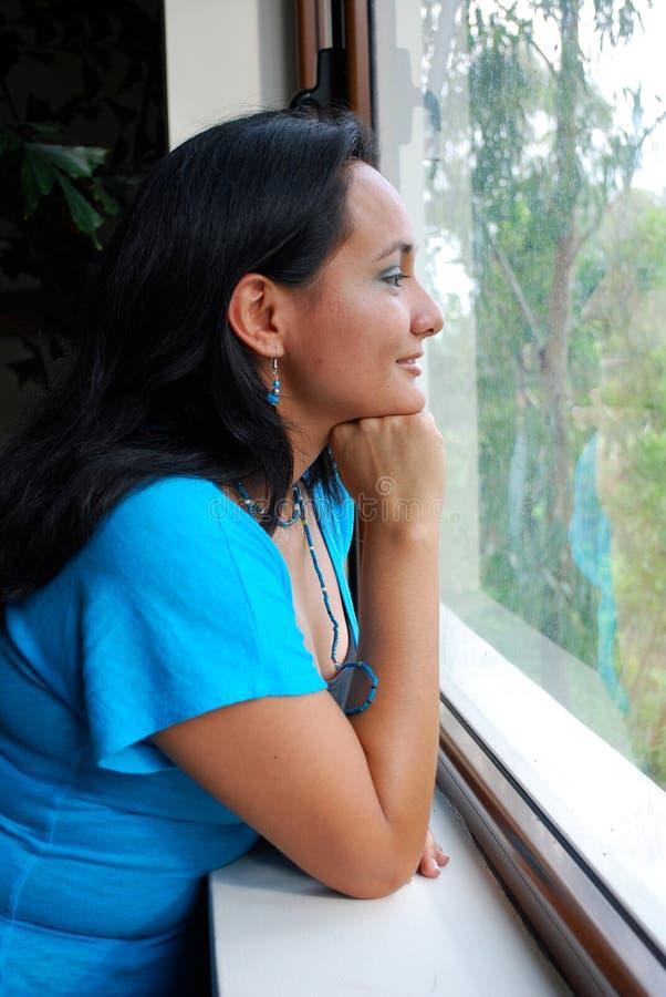 Schöne hispanische Frau stockbild