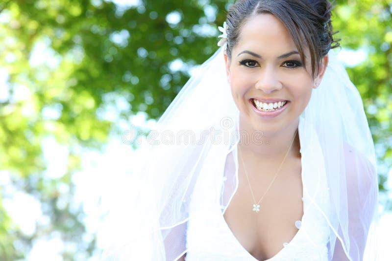 Schöne hispanische Frau an der Hochzeit lizenzfreie stockfotografie