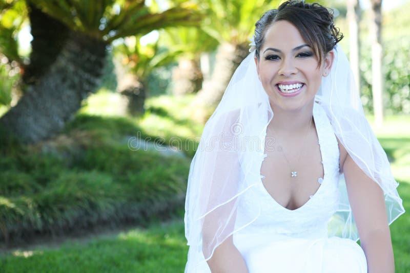 Schöne hispanische Frau an der Hochzeit lizenzfreie stockfotos