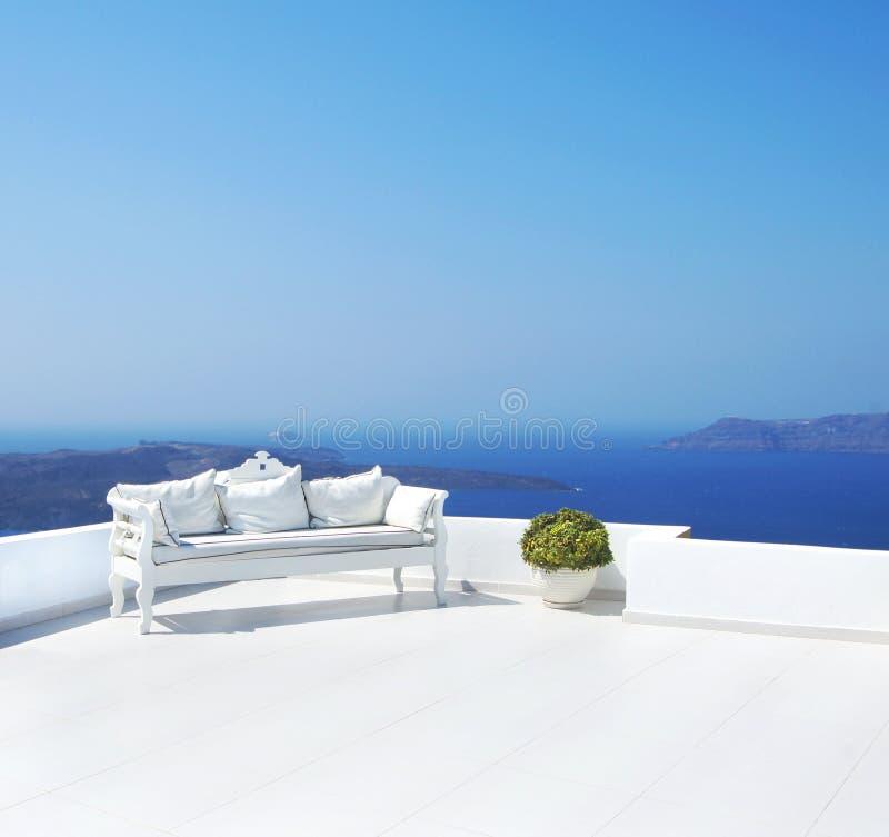 Schöne Hochzeitsdekoration auf Santorini-Insel lizenzfreie stockfotos