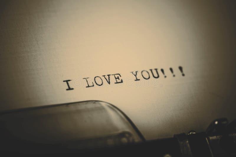 Schöne ich liebe dich Mitteilung geschrieben durch Weinleseschreibmaschine lizenzfreies stockfoto