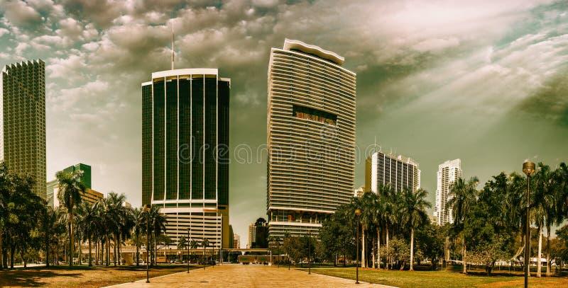 Schöne im Stadtzentrum gelegene Miami-Skyline bei Sonnenuntergang, Florida stockfotografie