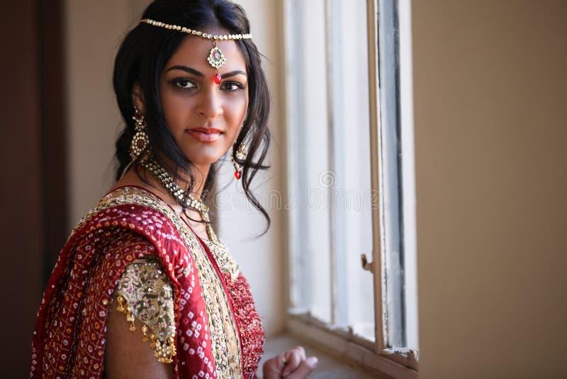 Schöne indische Braut lizenzfreies stockbild