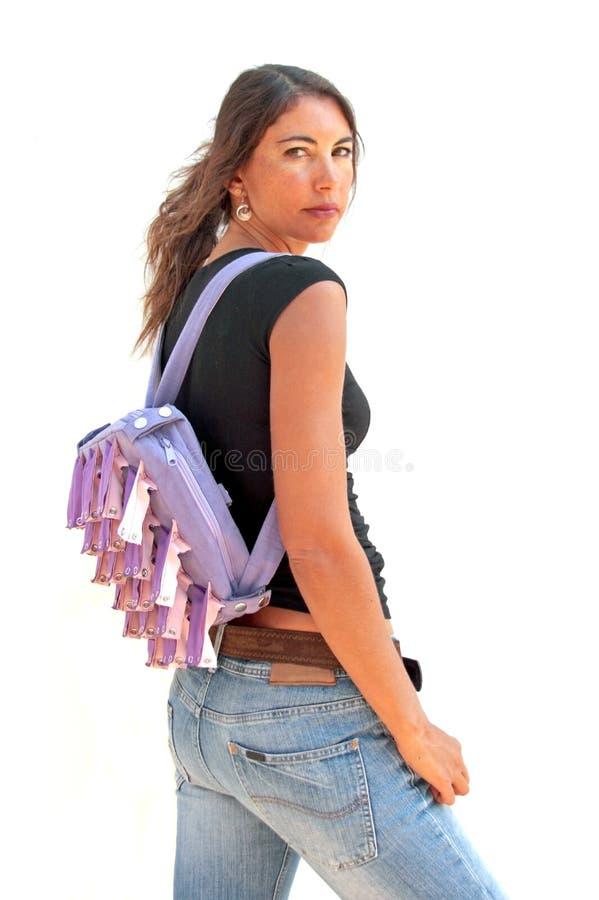 Schöne indische Frau mit Rucksack stockbild