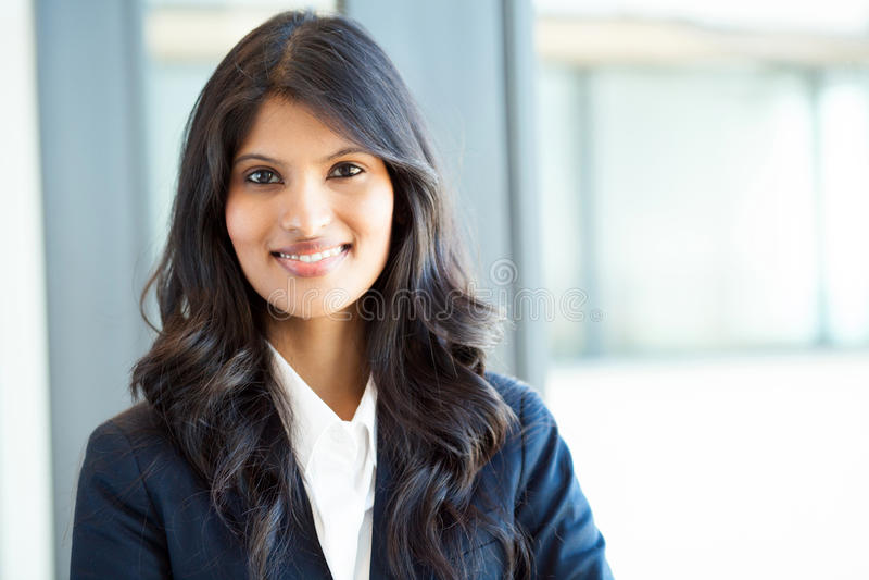 Schöne indische Geschäftsfrau stockfoto