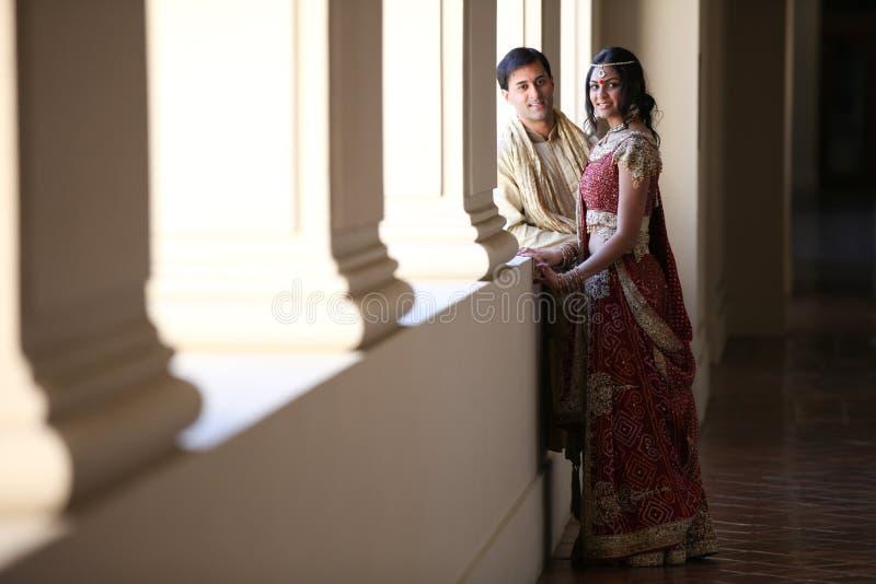 Schöne indische Paare lizenzfreie stockfotografie