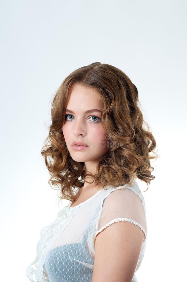 Schöne Jugendlich-Frau stockfoto