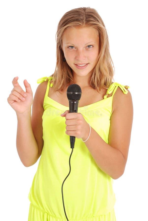 Schöne Jugendliche mit Mikrofon stockbild