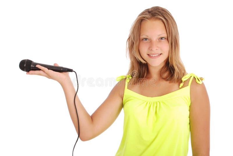 Schöne Jugendliche mit Mikrofon lizenzfreie stockfotografie