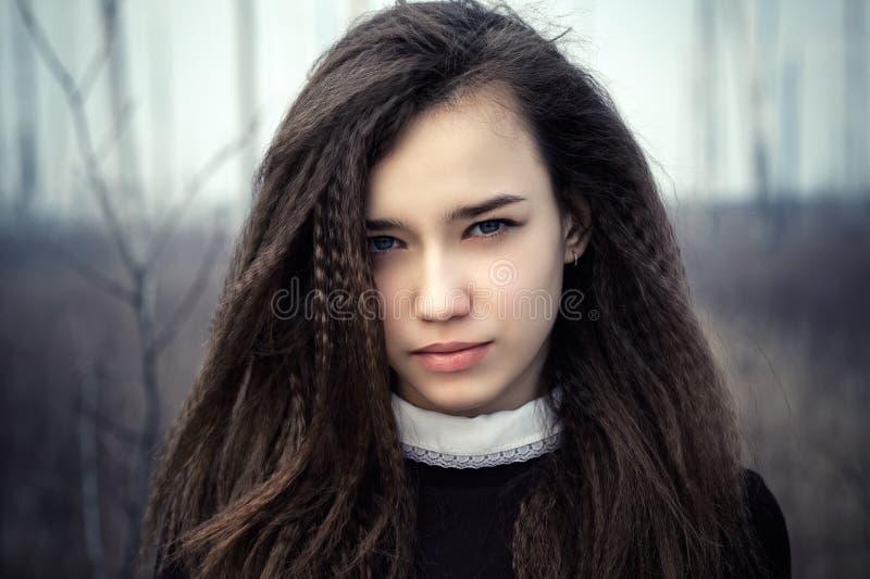 Schöne Jugendlichenahaufnahme des Porträts stockbilder