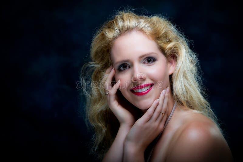 Schöne junge blone Frau stockbilder