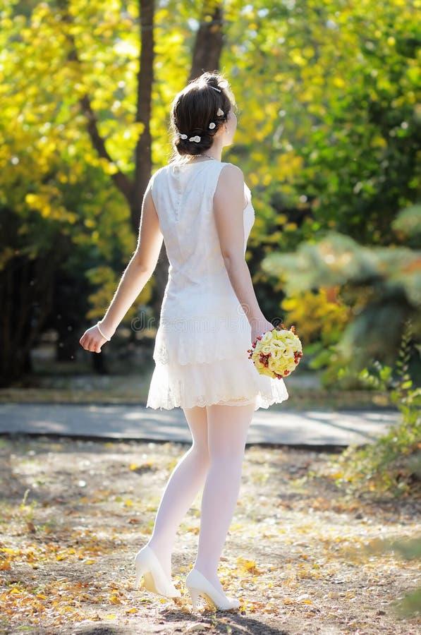 Schöne junge Braut lizenzfreie stockfotografie