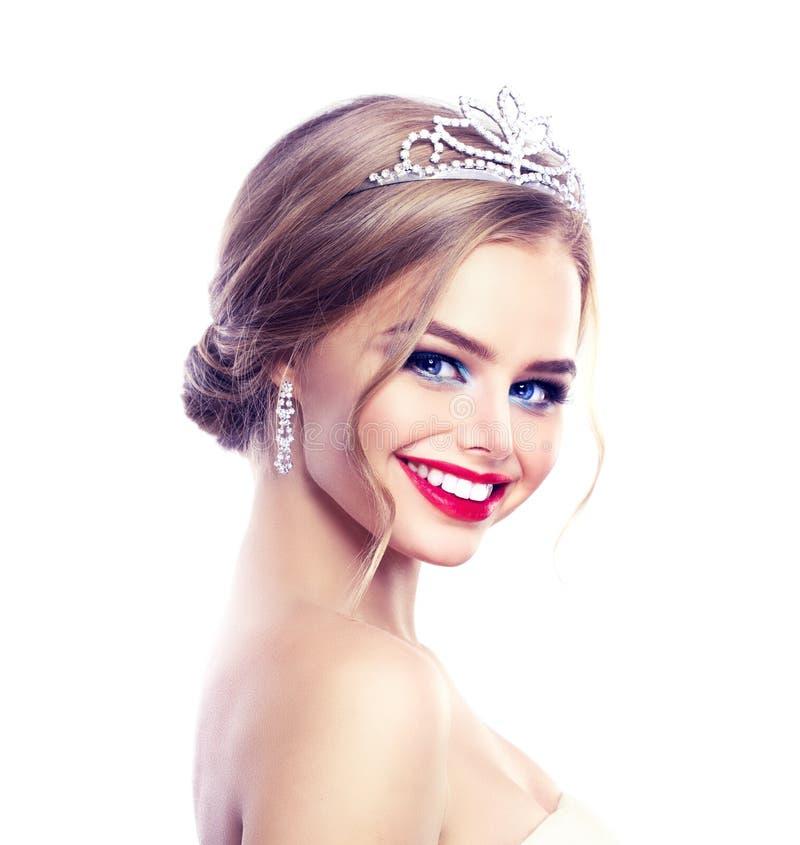 Schöne junge Braut Stilvolles Frauen-Verlobtes mit Brautfrisur stockbild