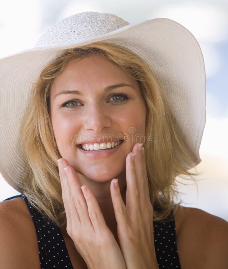 Schöne junge Dame glücklich und Lächeln stockbilder
