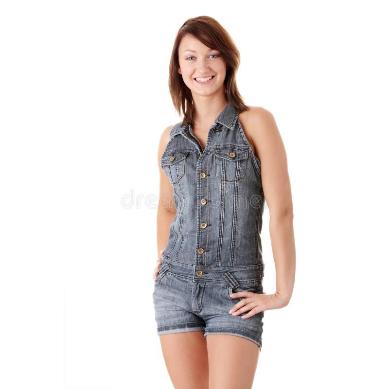 Schöne junge Frau, die blauen Sprunganzug trägt stockfotos