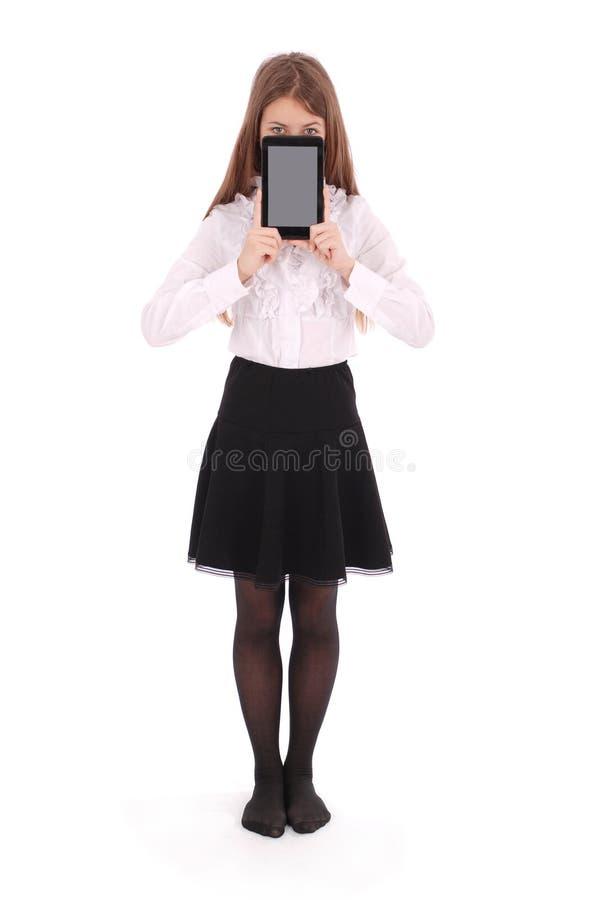 Schöne junge Frau, die digitale Tablette hält stockfoto