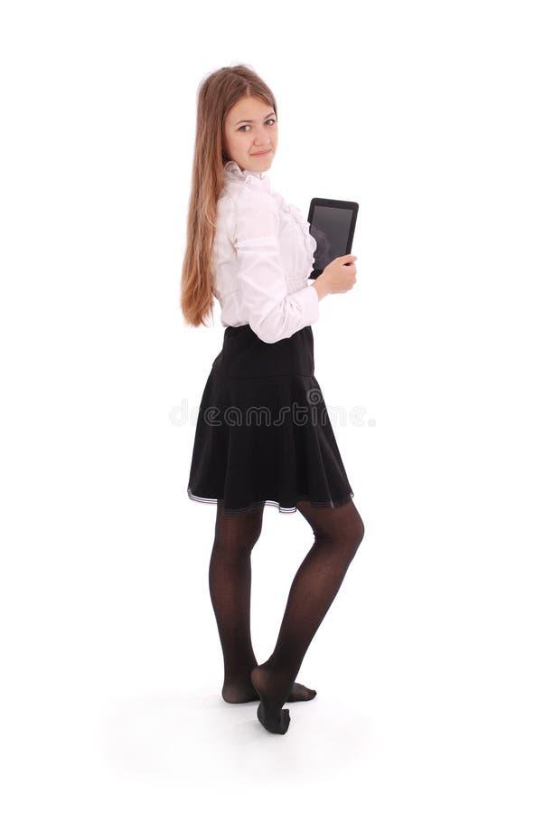 Schöne junge Frau, die digitale Tablette hält lizenzfreie stockfotografie