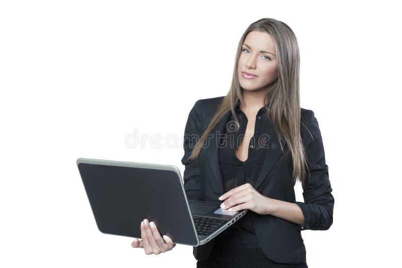 Schöne junge Frau, die Notizbuch hält stockbild