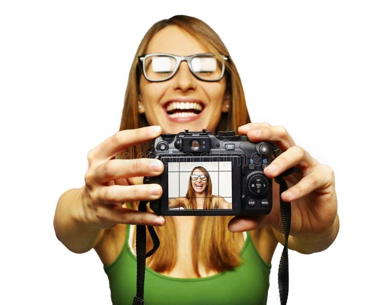Schöne junge Frau, die Selbstportrait nimmt lizenzfreies stockbild