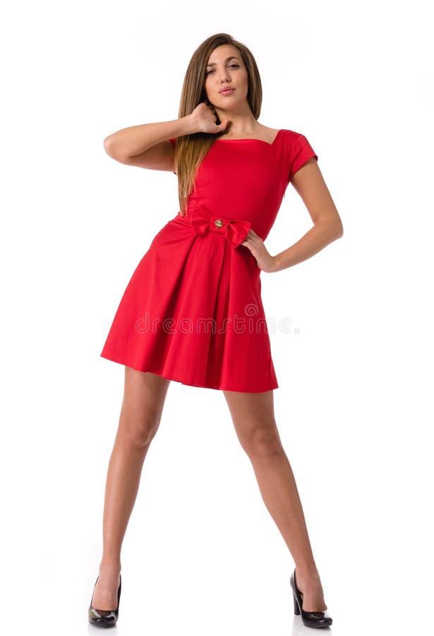 Schöne junge Frau in einem roten Kleid stockfotos