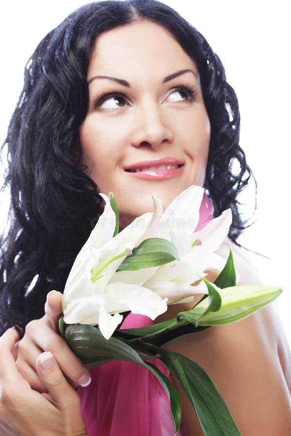 Schöne junge Frau mit Blume lizenzfreie stockfotografie