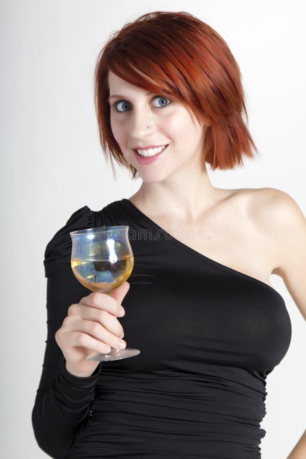 Schöne junge Frau mit Glas Wein stockbild