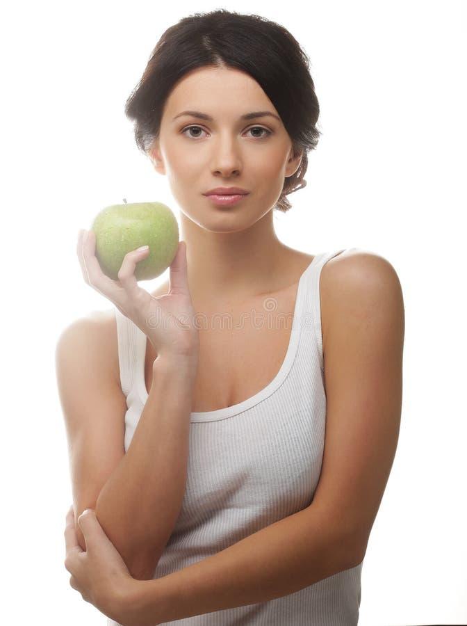 Schöne junge Frau mit grünem Apfel stockbild