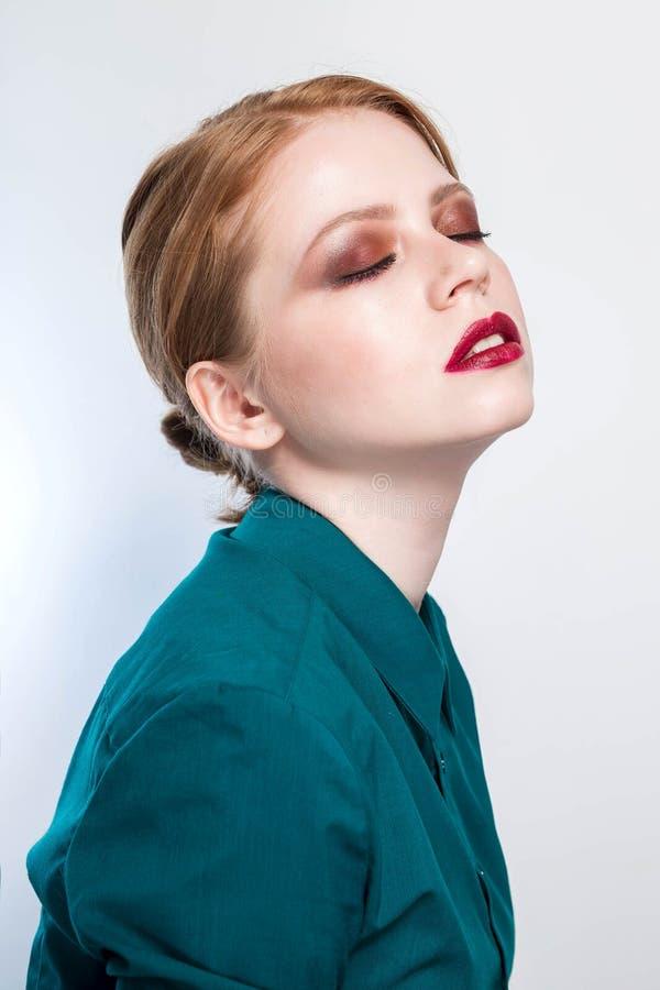 Schöne junge Frau mit sauberer frischer Haut Gesichtsbehandlung Cosmetology, Schönheit und Badekurort stockfotos