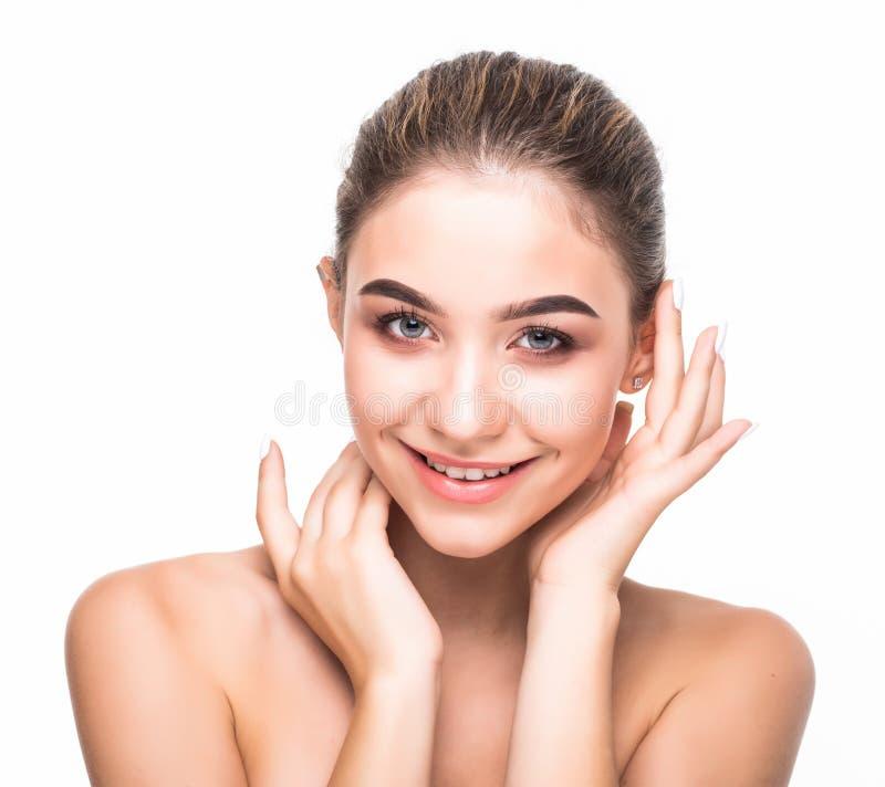 Schöne junge Frau mit sauberer frischer Haut Mädchenschönheits-Gesichtssorgfalt Gesichtsbehandlung stockfotografie