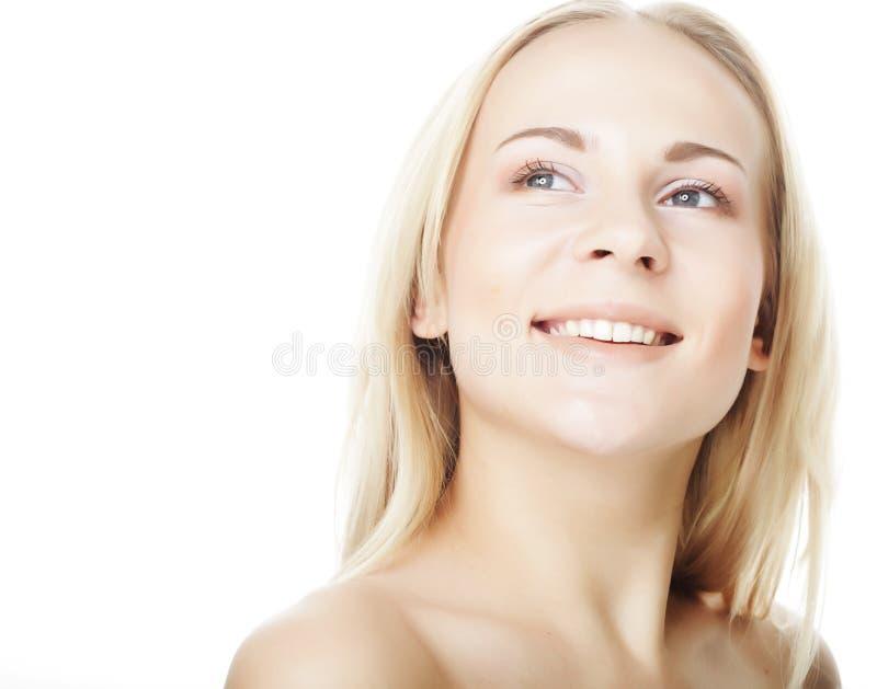 Schöne junge Frau mit sauberer Haut lizenzfreies stockfoto