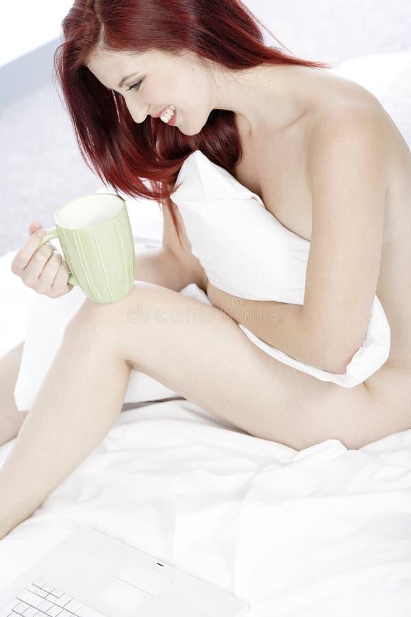 Trinken nackt kaffee Globe Runner