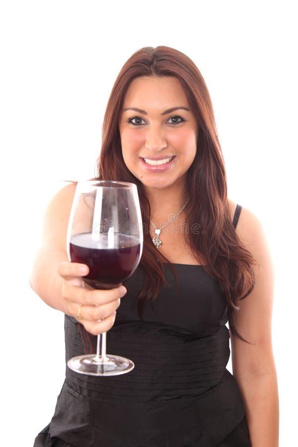 Schöne junge Frauen mit dem Glas des Rotweins lizenzfreie stockfotografie