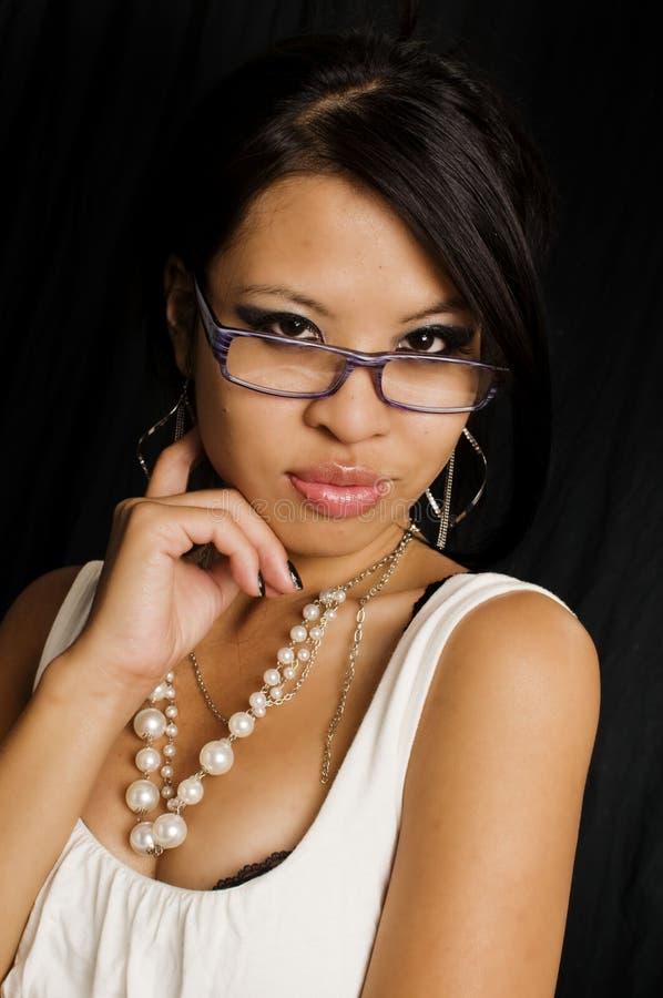 Schöne junge Geschäftsfrau lizenzfreie stockbilder