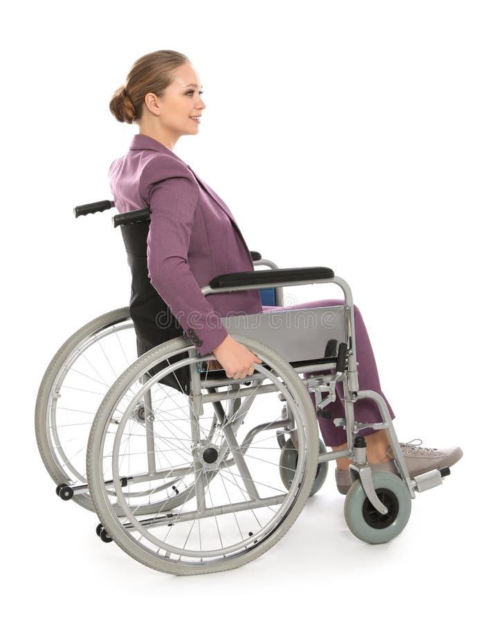 Schöne junge Geschäftsfrau im Rollstuhl stockfoto