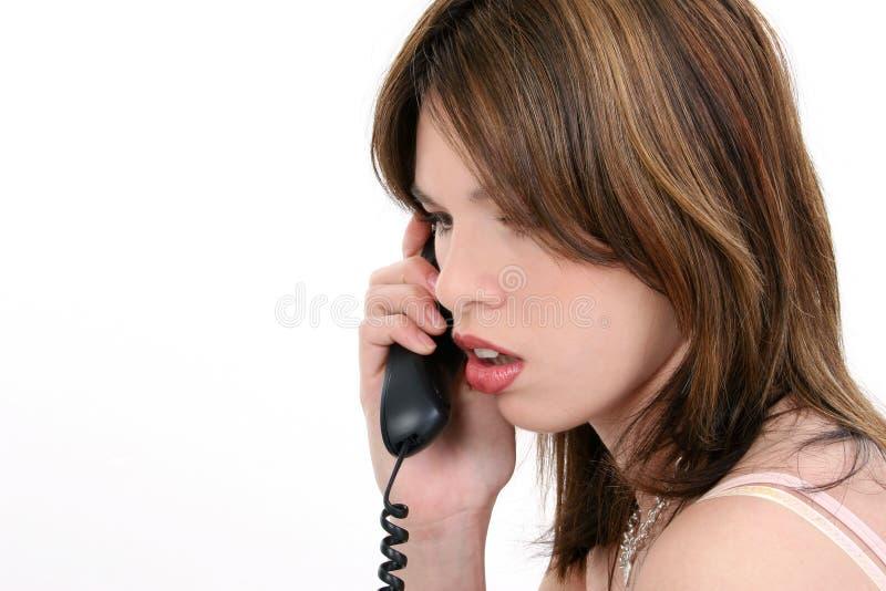 Schöne junge hispanische Frau am Telefon lizenzfreie stockfotos