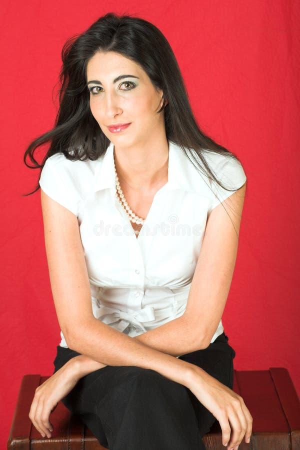 Schöne junge italienische Frau lizenzfreie stockbilder