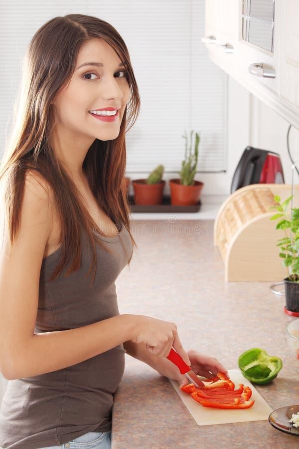 Schöne junge kaukasische Frau lizenzfreies stockfoto
